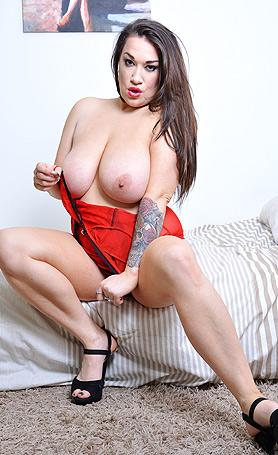 Bex Bexington Show you my new red corset