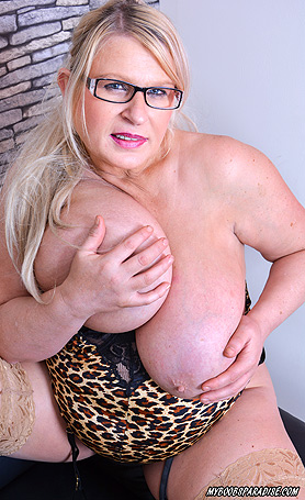 Samantha Sanders Animalprint covers my boobs and my curvy body