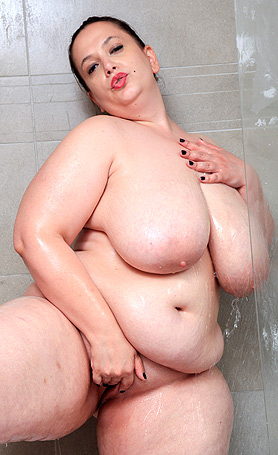 Sweetheart Mia Getting naked for shower