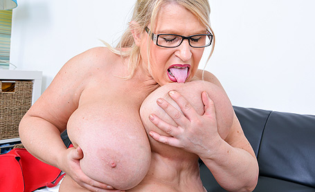 Samantha Sanders Horny on my black leather couch