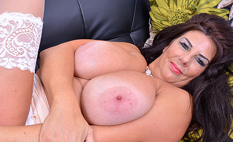 Lulu Showing Pussy on black leather couch