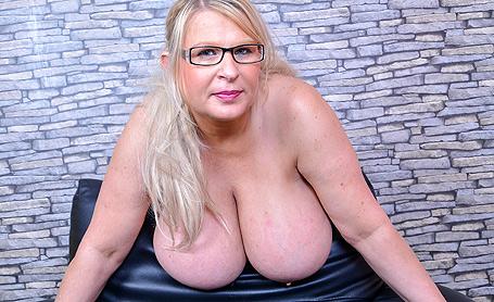Samantha Sanders Animalprint covers my boobs and my curvy body