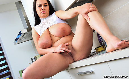 Helen Star Pussyplay in kitchen